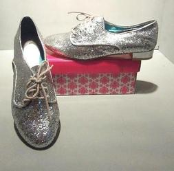 Wanted Star Women's Silver or Gold Glitter Lace Up Oxford Sh