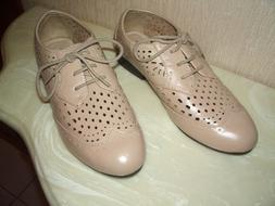 Forever 21 Women,s Shoes Size 6 Oxfords Flats Beige Lace Up